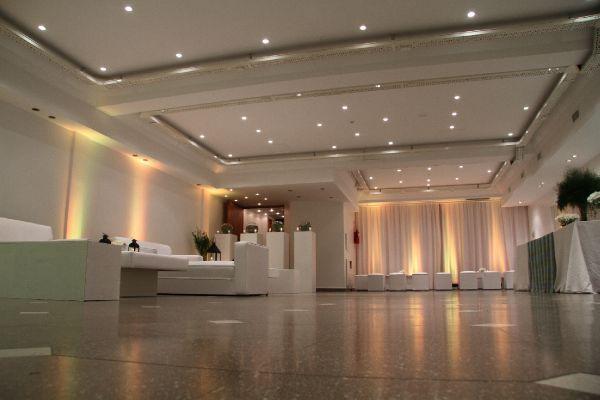 Salon 2 piso capacidad para 120 personas salones plafones pinterest salons and villas - Plafones para salon ...