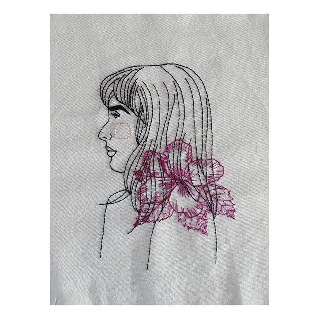 Gio  #pessoasreaisbordadas #embroideryart #handembroidery #bordadolivre #bordadoamano #bordadoamao #hibiscus #illustration