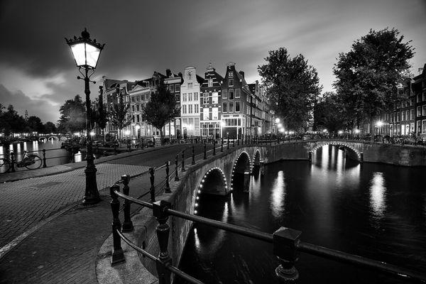 amsterdam-rainy-night