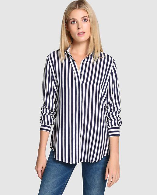 55db2a99ea Camisa con estampado de rayas azules