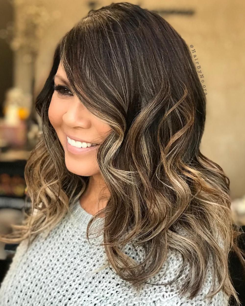 Wavy Long Hairstyle For Round Faces   Easy hairstyles for ...