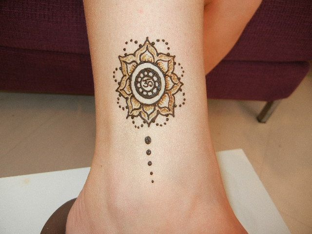 Small Flower Henna Tattoo: Mandala Henna - Flower Design