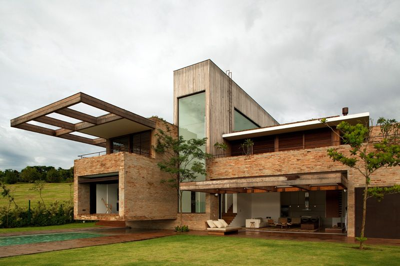 Casa moderna con revestimiento de ladrillo architecture for Casa moderna 64