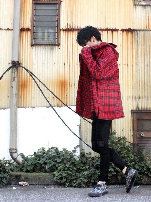 目の引く赤チェックパーカーをサラッと羽織り、 秋のLondonスタイルに挑戦してみました。