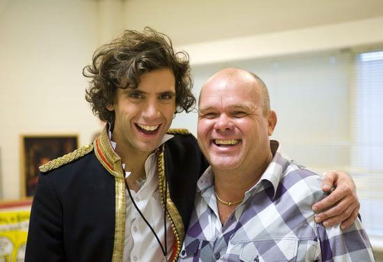 Mika with Paul De Leeuw 2009