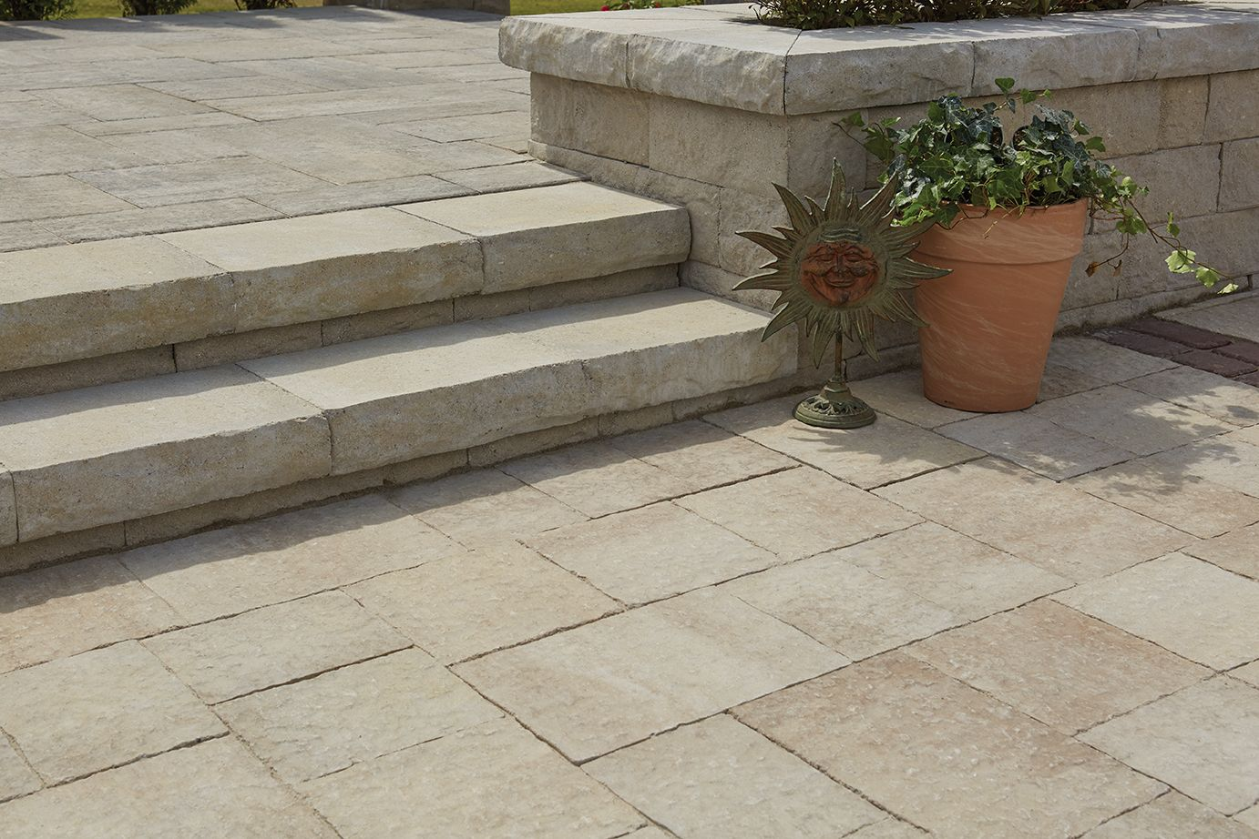 Rockton S Extended 18 X 13 Dimensions Makes An Elegant Wall Coping Or Seat While Delivering A Le Solution For Landscape Elevation Changes