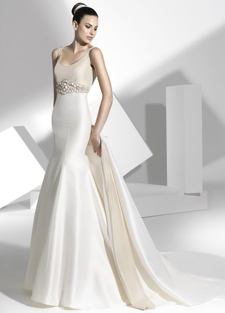 vestidos de novia con originales cortes en mikado francés y raso