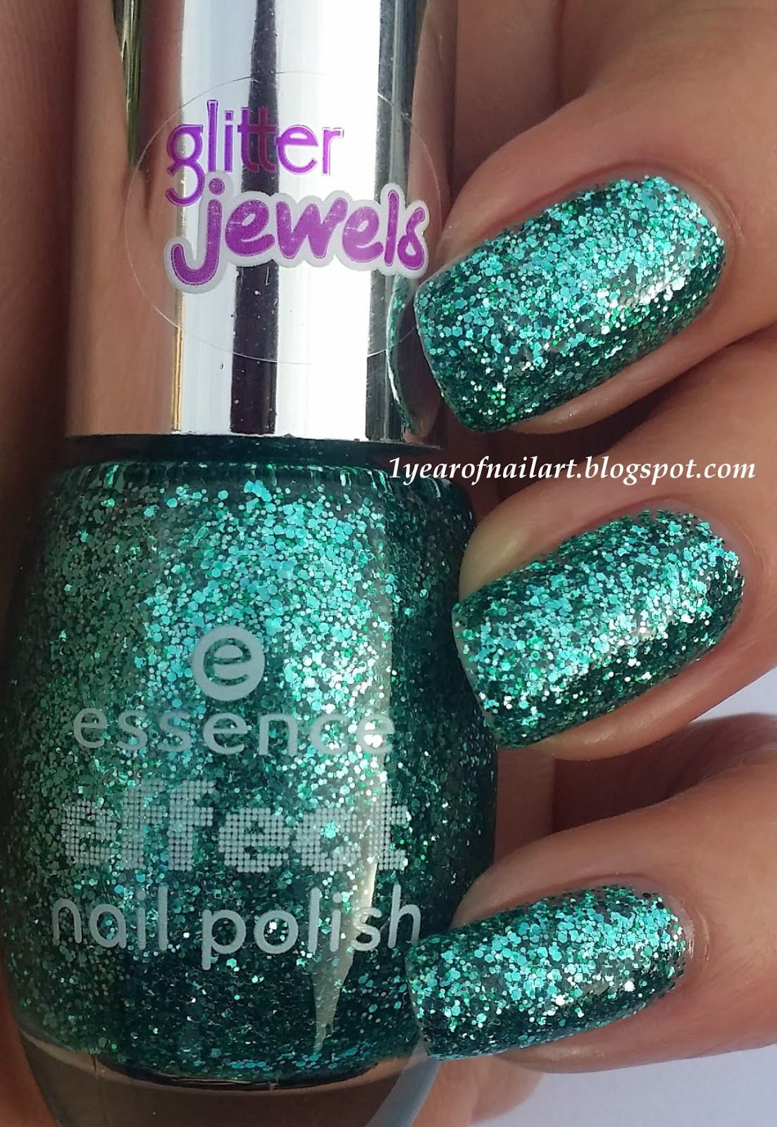 Swatch Essence effect nail polish 06 Party in a bottle | MODA ...