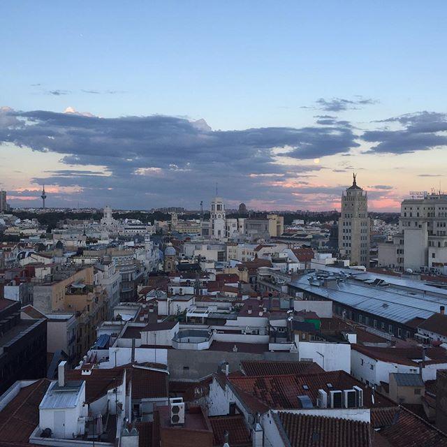 Pin De Praktik Hotels En Praktik Metropol Madrid Rooftop