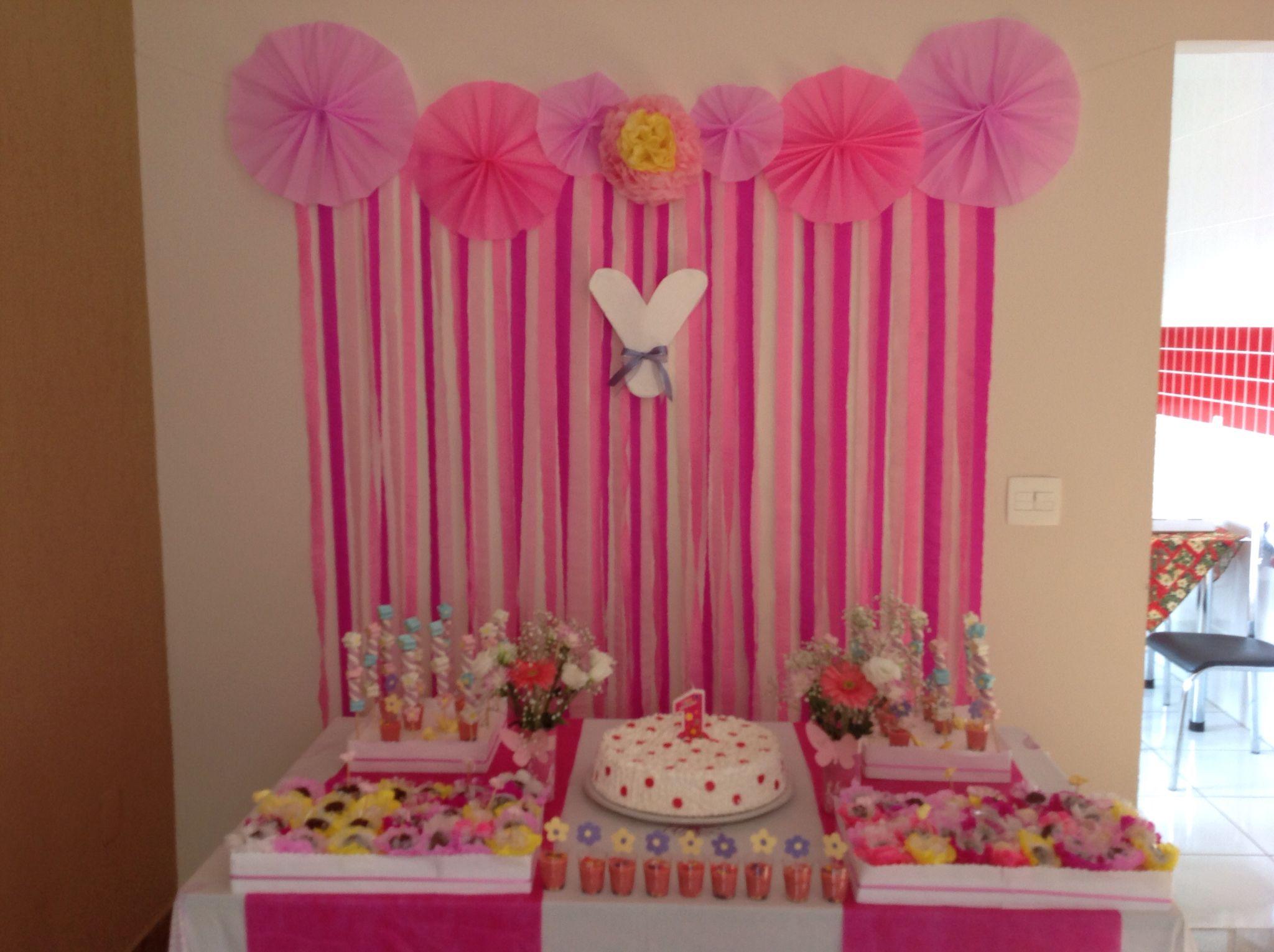 Faça vc mesmo a sua decoraç u00e3o Papel crepomé muita criatividade Festa flores e borboletas  -> Decoraçao De Parede Com Papel Crepom