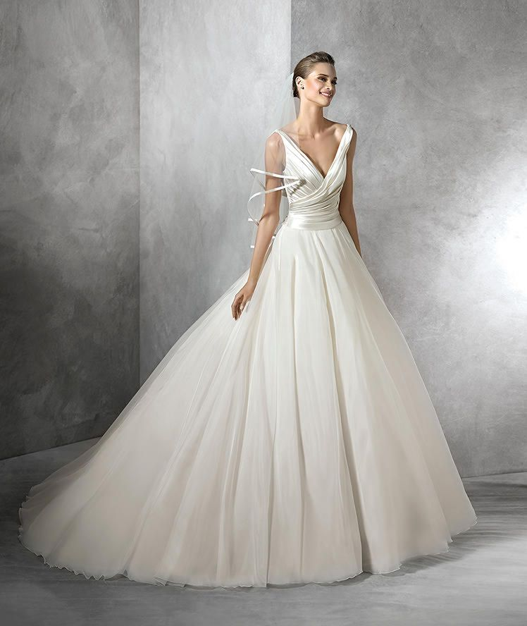 Elegantly Tailored Wedding Dresses for Brides with Pear-Shaped Body ...