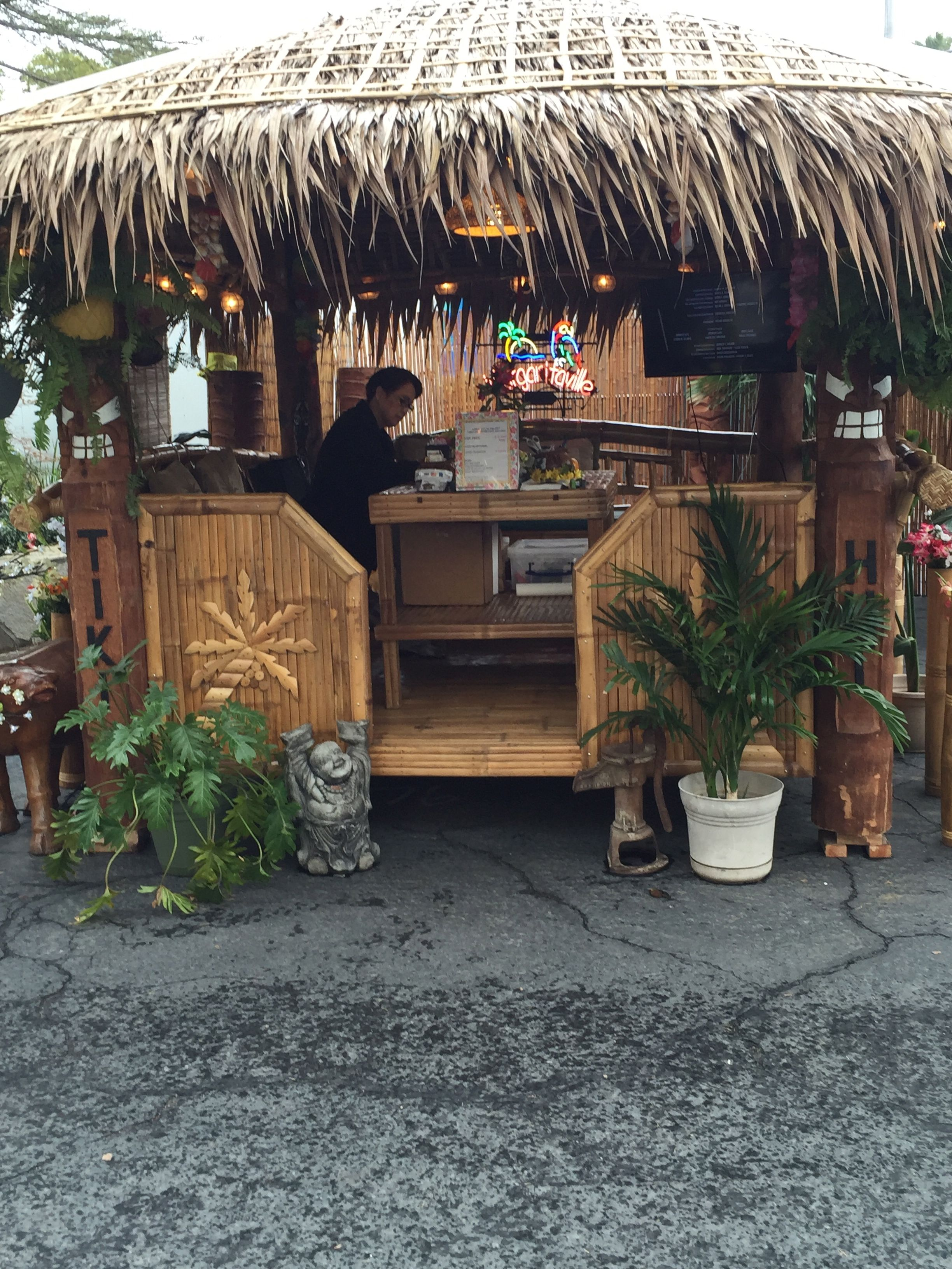 A Tiki Hut in your own backyard, great for playing cards ...