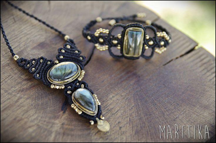 Collar macrame con LABRADORITA y cuentas de bronce. Tribal jewelry handmade. Gypsy style. Labradorite macrame necklace. handmade. Goddess de mARTtika en Etsy