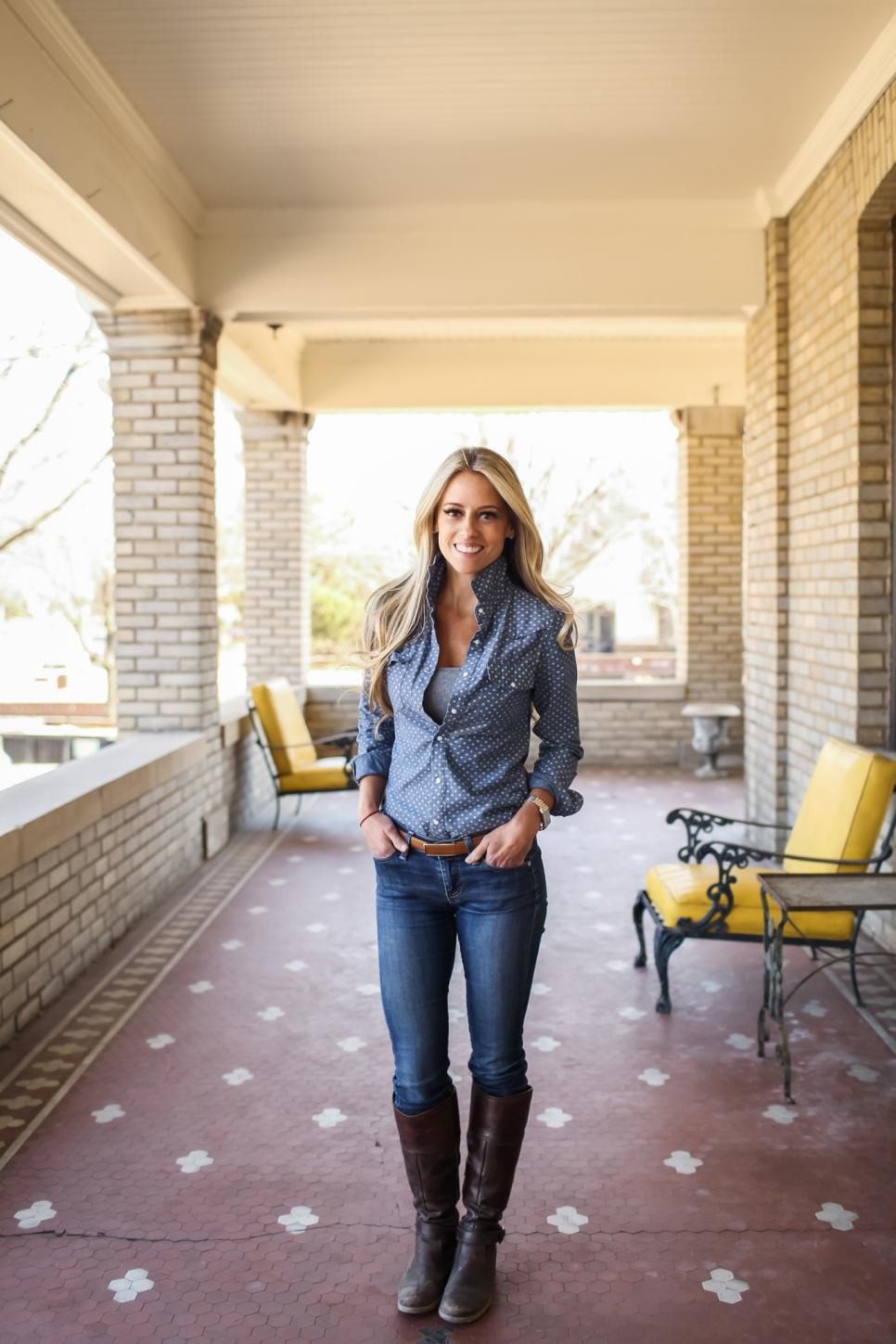 Host Nicole Curtis In The Front Porch Of Her Summit Avenue