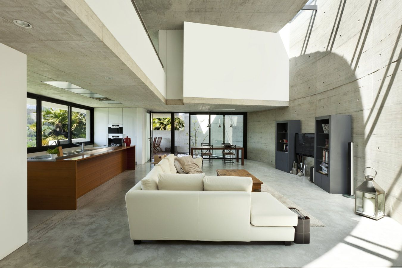 Woonkamer in gepolierde beton in combinatie met vloerverwarming ...