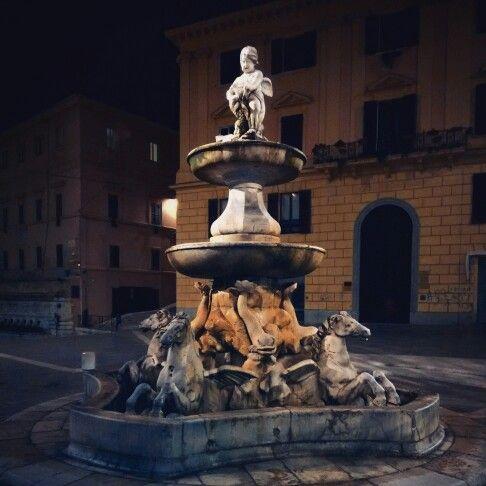 Sei sempre bella ogni volta che ti passo accanto #regionemarche #ancona #piazzaroma #fontanadeicavalli #monument #art #sculpture