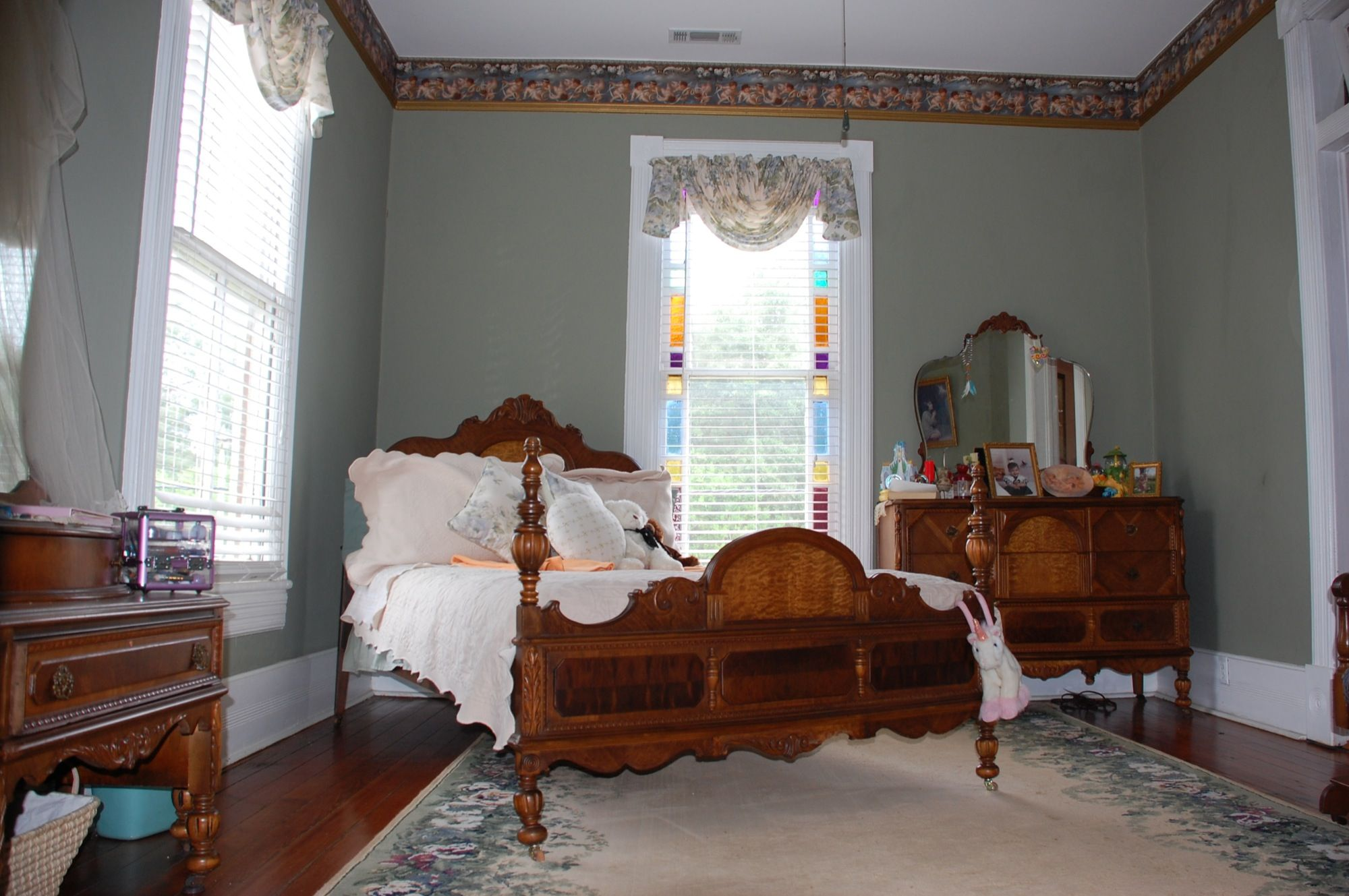 Queen Anne On Thomaston Street Affordable Furniture Stores Furniture Wholesale Furniture