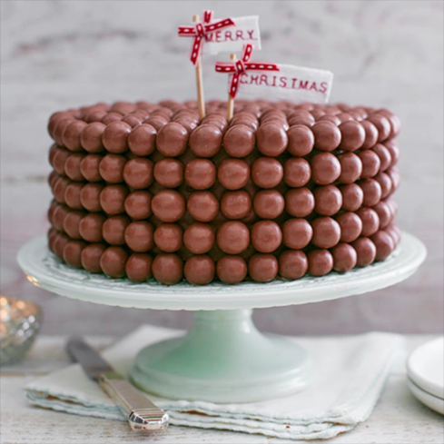 For a showstopper chocolate cake this Christmas try this easy