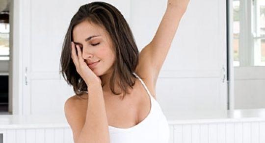 Tips para levantarse temprano y de buen humor - #Bienestar Para que no te sientas dormido toda la mañana, sigue estos sencillos pasos que te harán entrar en tus cinco sentidos antes salir de casa. http://ow.ly/pcNK3