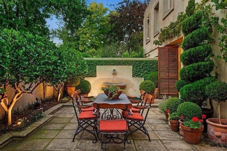 mediterraner garten terrasse-schmiedeeisen-moebel-orange, Garten Ideen