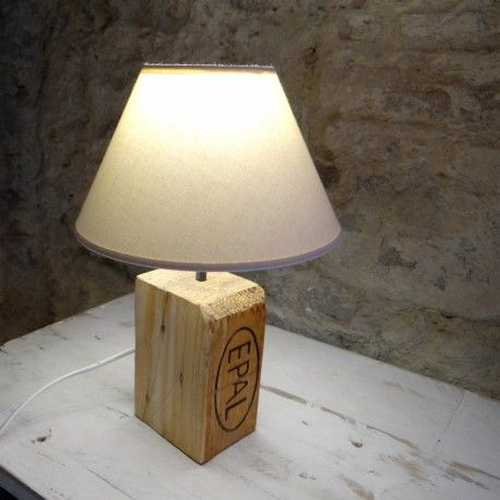 L mpara sobremesa ecofriendly artesanal de madera - Lamparas con palets ...