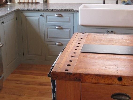 Incredibly cool kitchen remodel with a reclaimed cobbler\u0027s bench top