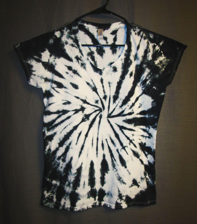 Tie Dye Shirt Womens V-Neck T-Shirt Black   White Spiral  Design Eco-Friendly Dying by LoveWorksTieDye on Etsy f6a84dd79