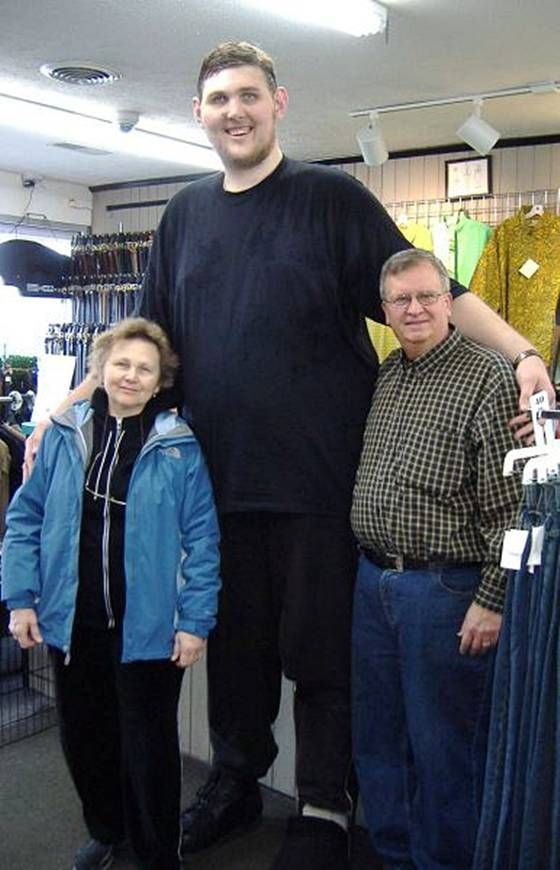 Igor Vovkovinskiy named tallest man in America Taking trips when you are 7 foot 8.33 inches tall can be a challenge but Igor… | Giant people, Tall people, Tall guys