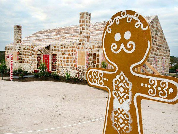 Texas Group Breaks World Record For The Largest Gingerbread House