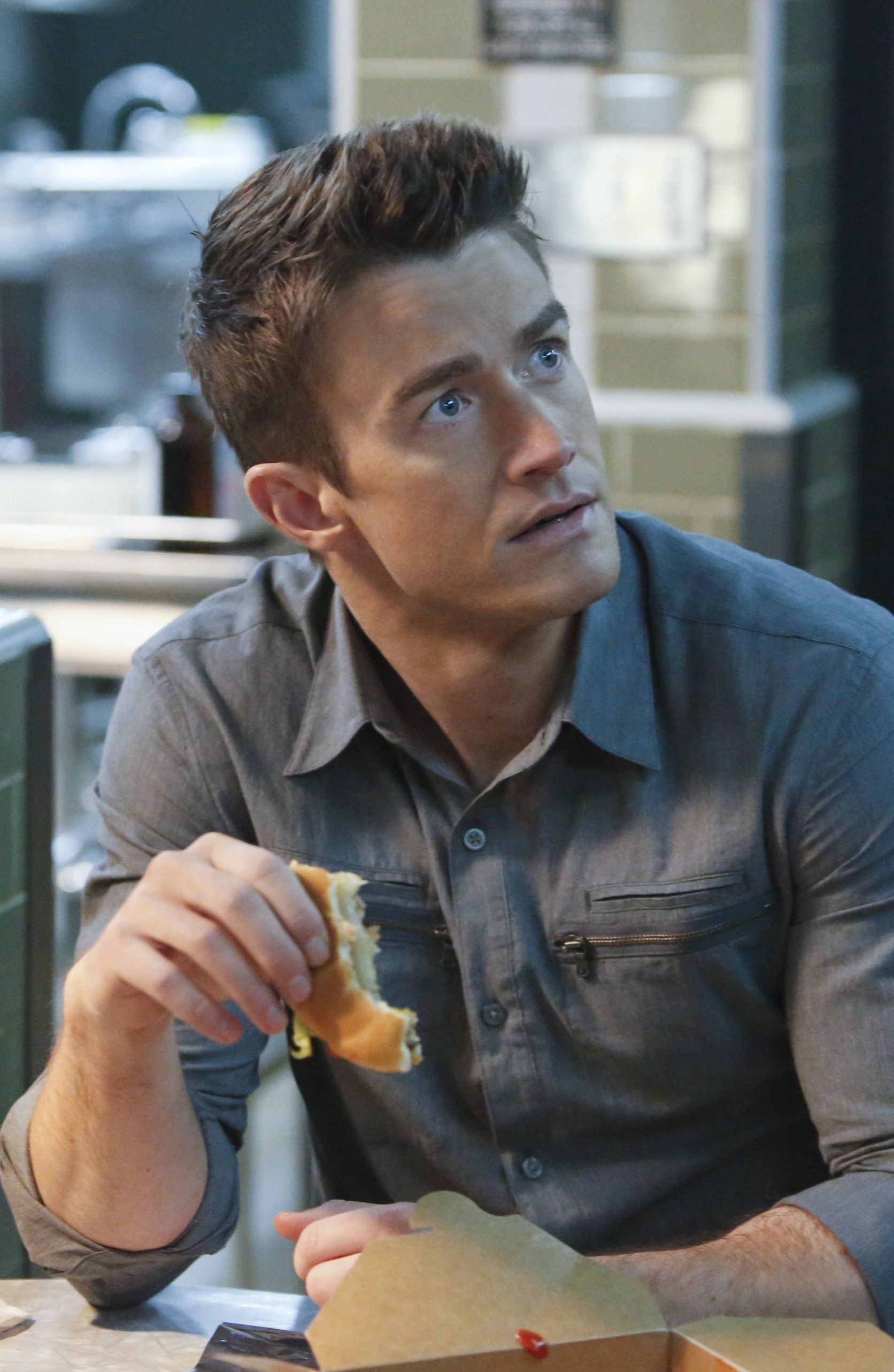 iZombie 2x12 - Major Lilywhite (Robert Buckley) HQ