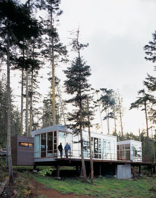 To minimize damage to its majestic Washington site, architect Anthony Pellecchia had much of his vacation home fabricated off-site.