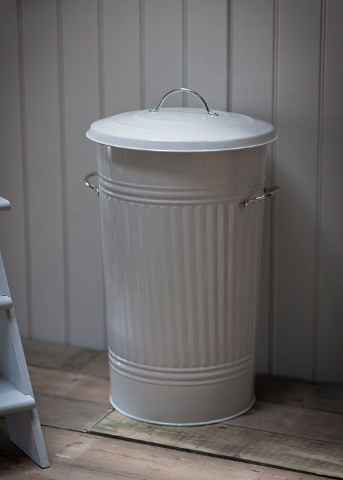 This Traditional Powder Coated Steel Kitchen Bin Has A 46 Litre Capacity And Is Great For
