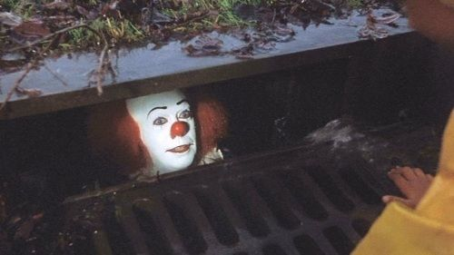 Stephen King S It Pennywise The Clown Lures A Child To