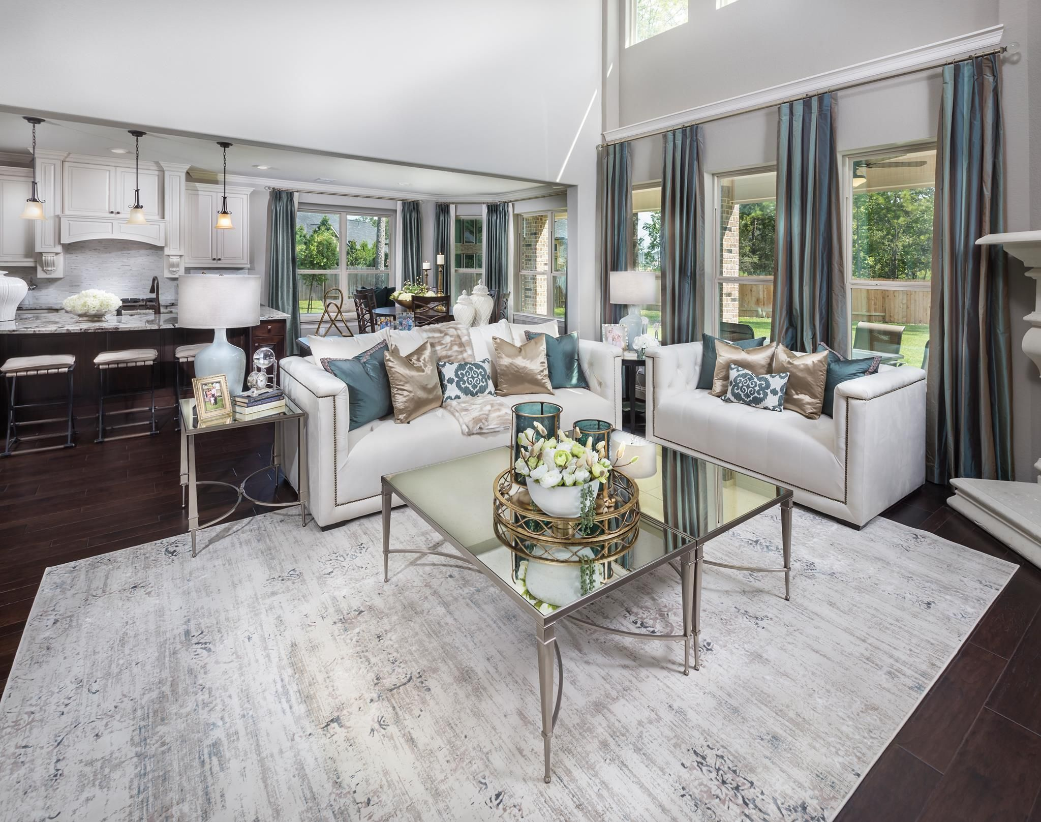 How Would You Rate The Decor In This Family Room On A Scale From 1