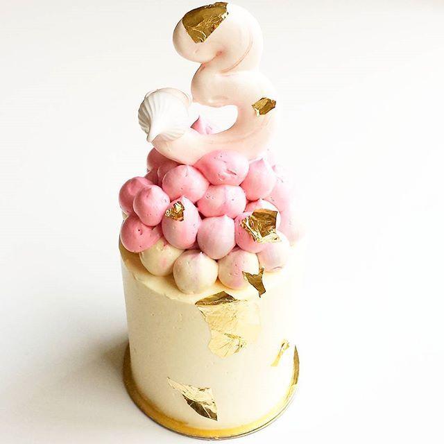 | Cute little mini for a 3rd birthday 🎉💕💜 |  #sprinklecake #sprinkles #girlycake #prettycake #meringues #birthdaycake #petitgateau #minicake #chocolatecake #torontocakes #torontowedding #torontoevents #torontobride #toronto #thepurplecupcake