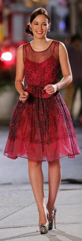Ladies! Precioso vestido de Valentino, para mi el Rey de la moda. Un vestido elegante y muy chic. Ojo esta hechura no es apta para las que tengan mucha cadera.