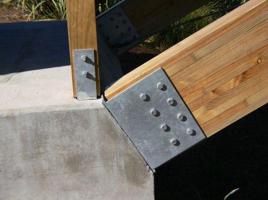 Glulam to concrete base