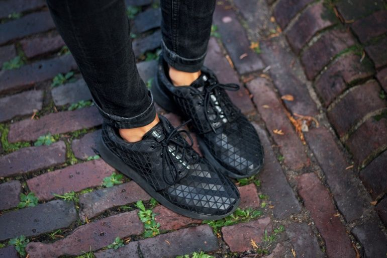 official nike roshe black triangle 54514 a6615