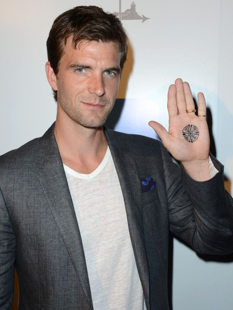 picture Lucas Bryant