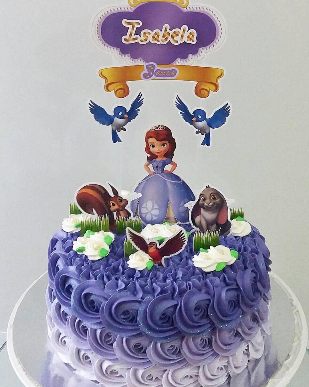 A princesa Sophia deu seu ar da graça aqui no ateliê. Esse bolo deixou a pequena Isabela maravilhada, recebemos fotos e depoimento de como ela reagiu ao ver o bolo. Segunda ela, a melhor coisa do aniversário dela foi o bolo. Muito amor por esses feedbacks! . Kg do bolo 55,00 . Encomendas pelo whats (61) 985503638 . #bolosdaane #wiltoncakes #chantininhoartistico #boloprincesasophia #bolojardimdasophia #princesasophia #chantininho #bololilas #boloartistico #bolodegrade #bolodeniver #bolodec...