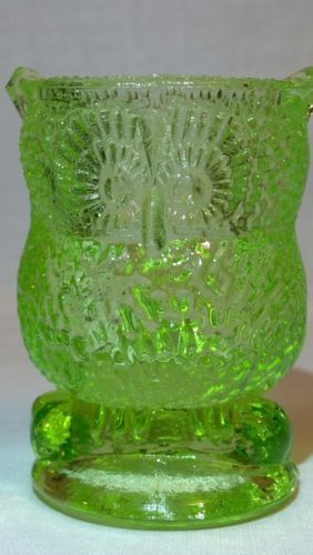 NEON-GREEN-VASELINE-ART-URANIUM-GLASS-OWL-BIRD-ANIMAL-TOOTHPICK-HOLDER-GLOWS