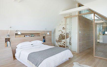 Slaapkamer Op Zolder : Zolder slaapkamer van victoriaanse woning zolder slaapkamer
