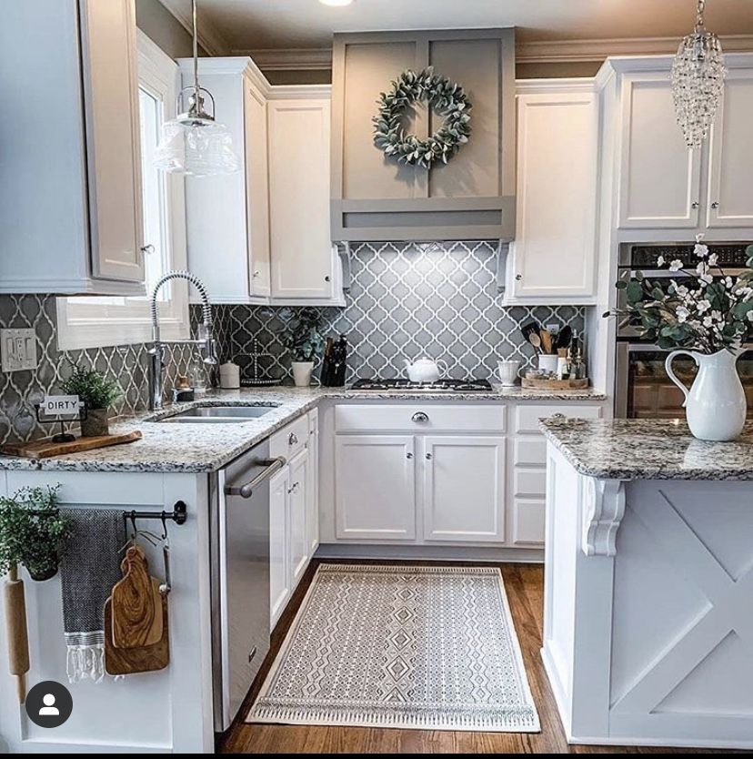 Pin By Lauren Sparks On Kitchen Love In 2020 Farmhouse Kitchen Decor Home Decor Kitchen Modern Farmhouse Kitchens