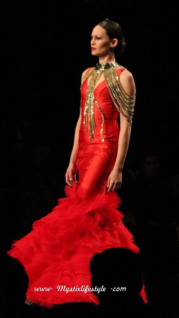 traje-de-flamenca-rojo-sin-mangas-adornado-en-oro-vicky-amrtin-berrocal-simof-2015.jpg (720×1280)