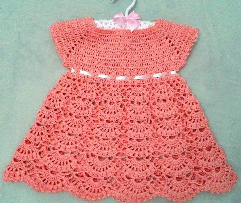 Vestido em crochê na cor salmão. Pode ser pedido com ou sem fita. Vestido  de crochê 09e72393681