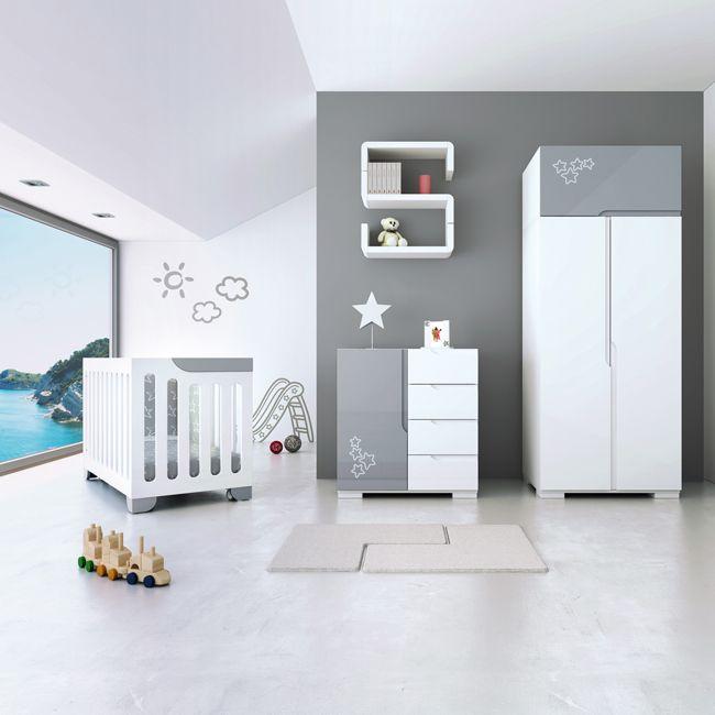 Habitación de bebé gris y blanca cuna 60x120, cómoda y armario a ...