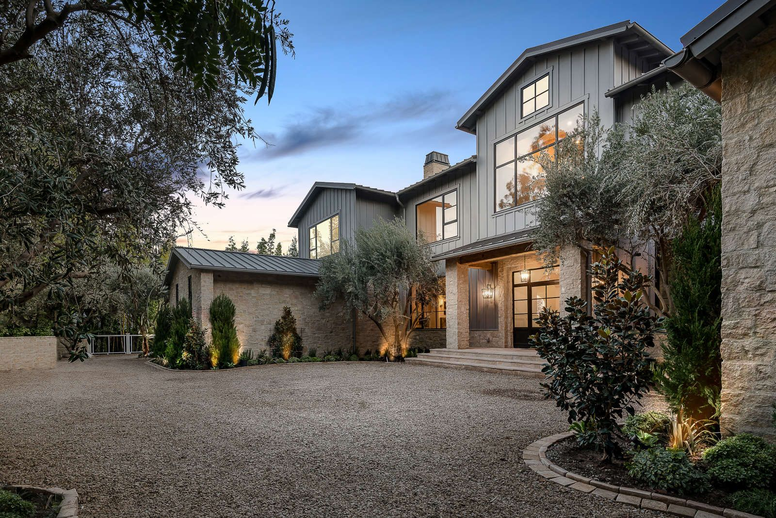 Secluded Behind Gates In An Unrivaled Lower Mandeville Canyon Setting This Napa Valley Inspired California Real Estate House Exterior Los Angeles Real Estate