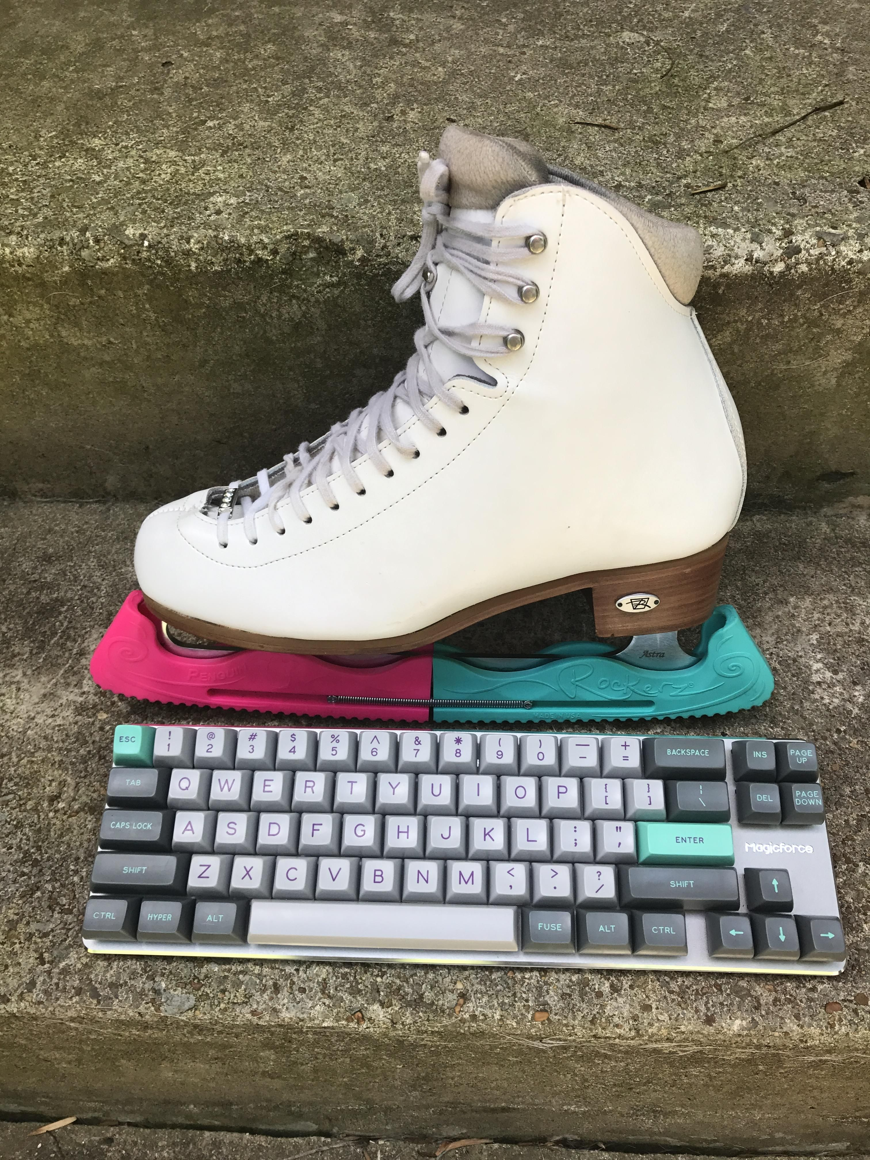 LittleSisterSally [photos] Keyboard with ice skate. Did