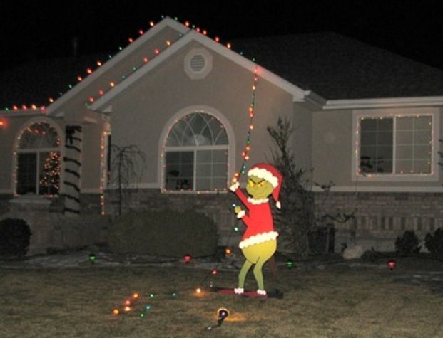 Grinch who stole Christmas lights lawn decoration. - 15 Fun Christmas Decorations Christmas Light Fight Pinterest