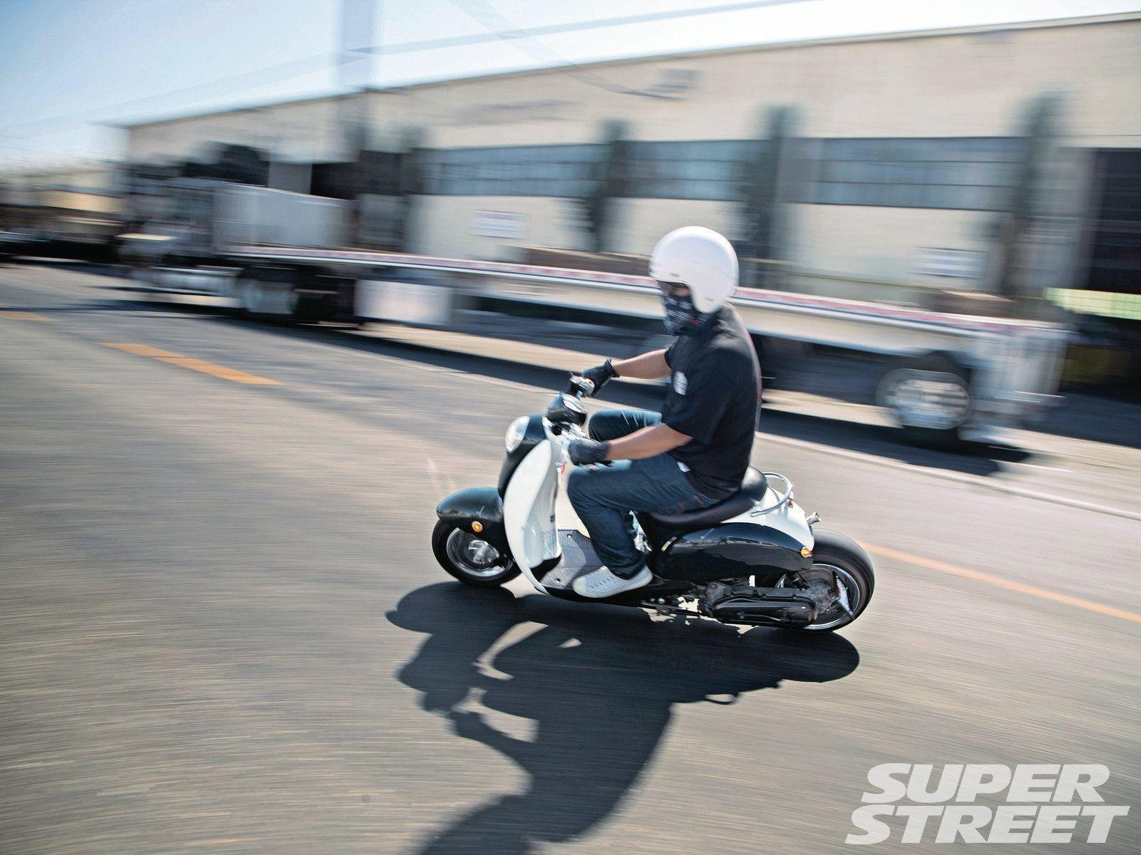 Sstp 1212 03 2007 honda metropolitan riding bike